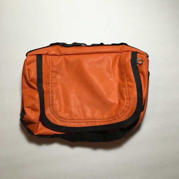 1bb9d2040 The North face Mini base camp duffle toiletry bag